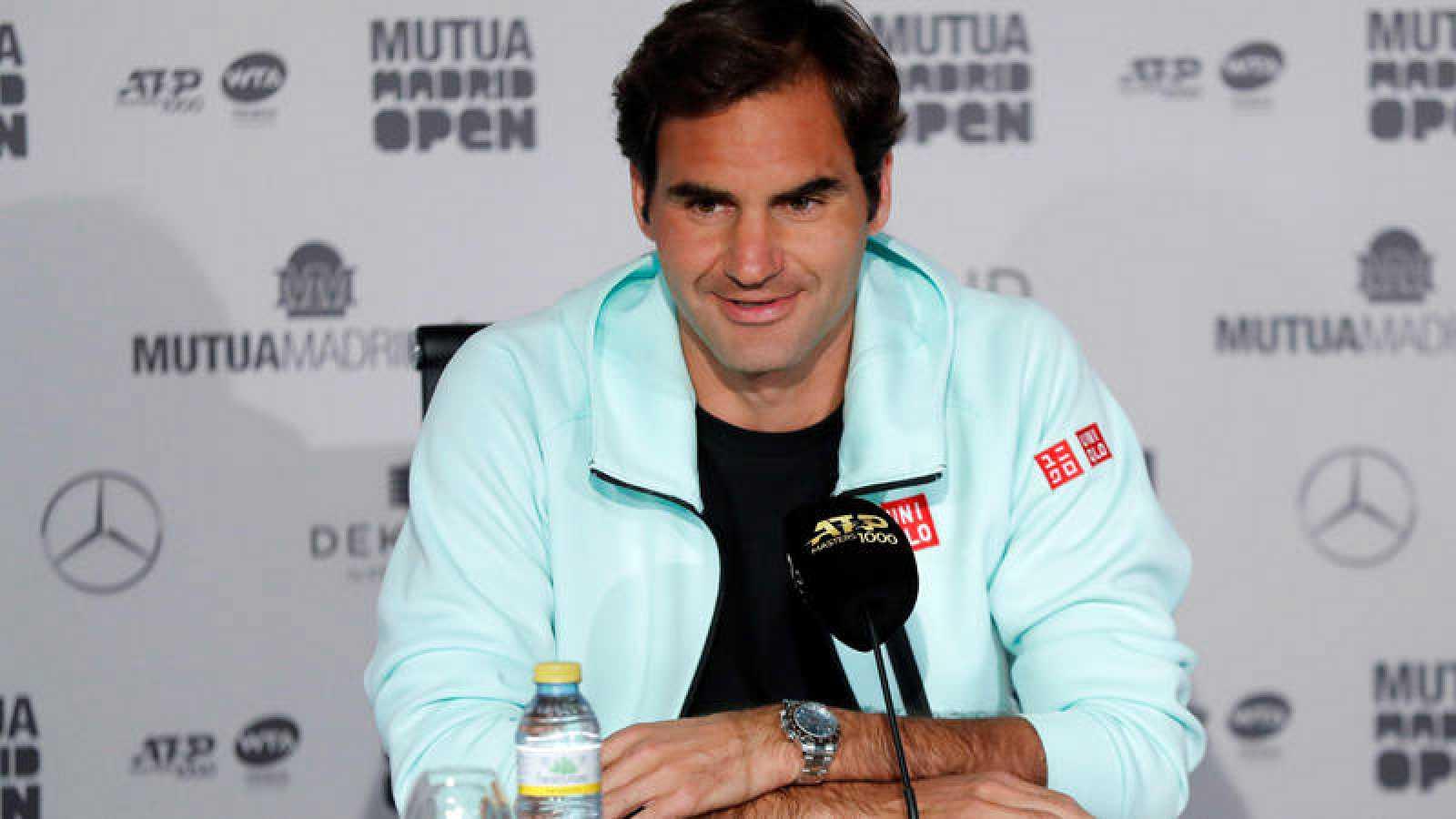 Roger Federer atiende a los medios de comunicación