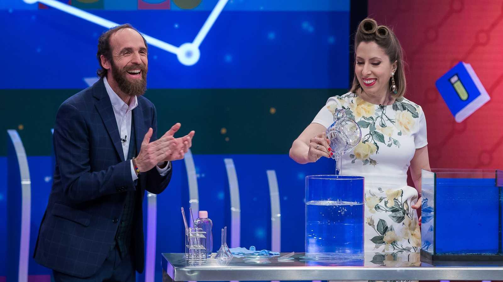 Deborah García y Edu Sáenz de Cabezón hacen desaparecer objetos gracias a la velocidad de refracción en Órbita Laika invisibilidad