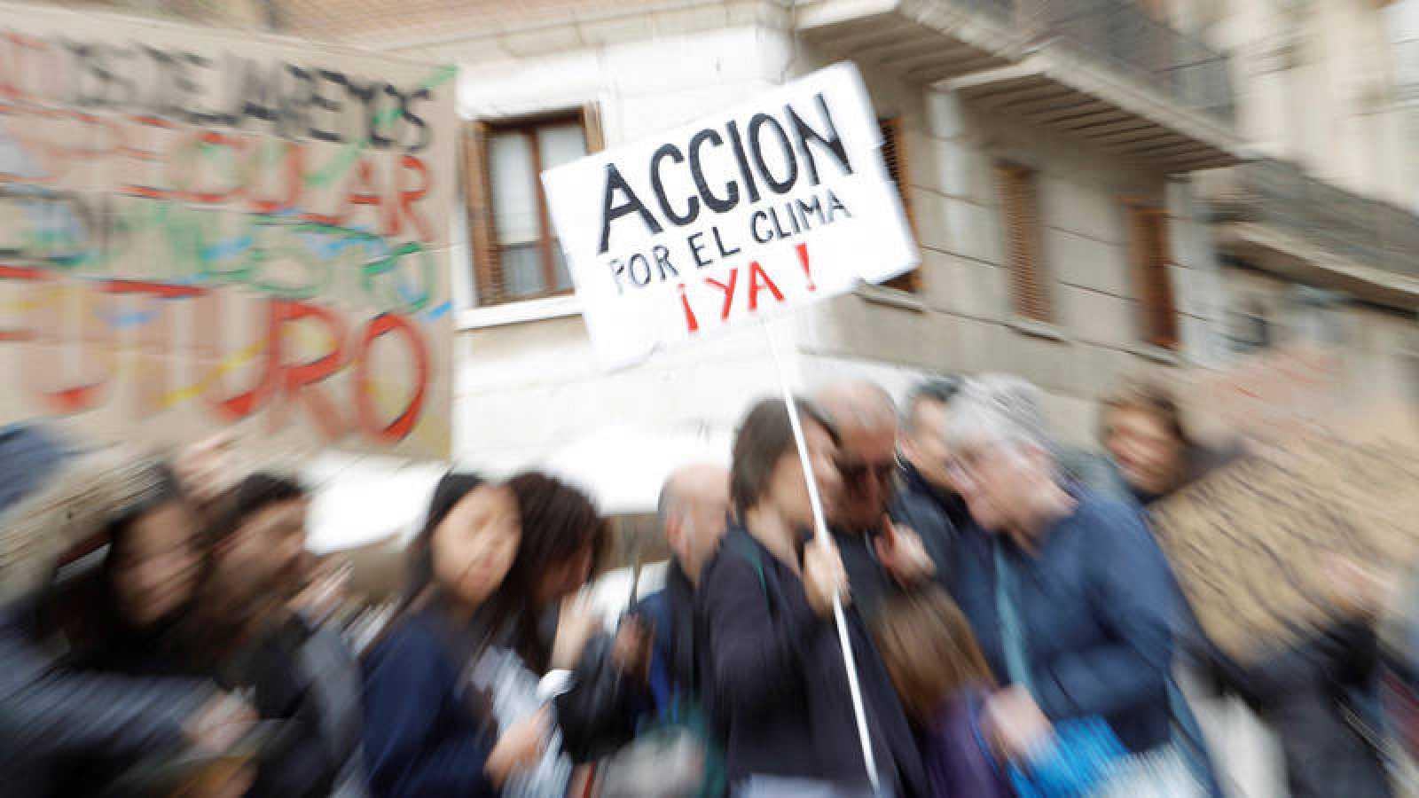 Diferentes colectivos, organizaciones no gubernamentales y movimientos sociales piden que se actúe urgentemente contra el cambio climático.