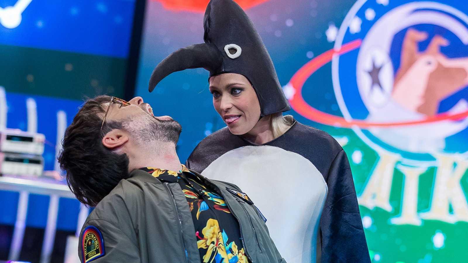Ricardo Moure y Raquel Sastre en Órbita Laika sobre volar