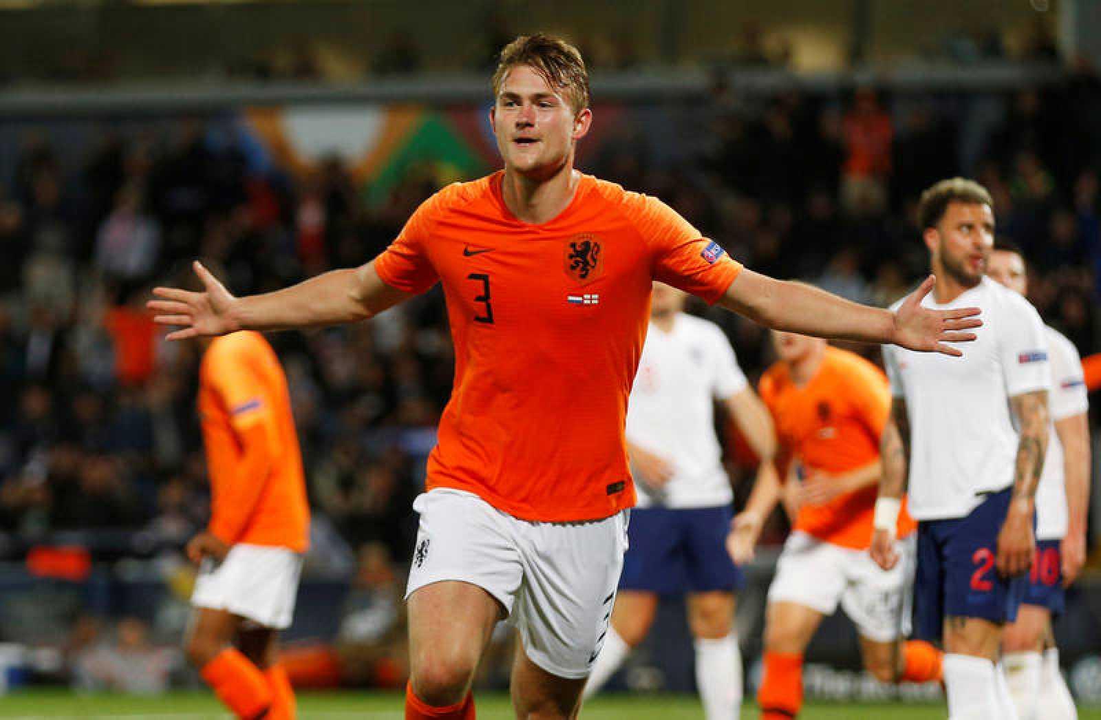 Matthijs de Ligt celebra su gol ante Inglaterra