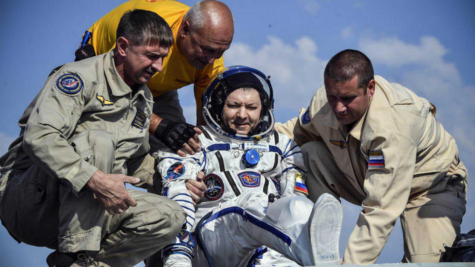 Aterrizaje de la cápsula Soyuz MS-11 en Kazajistán