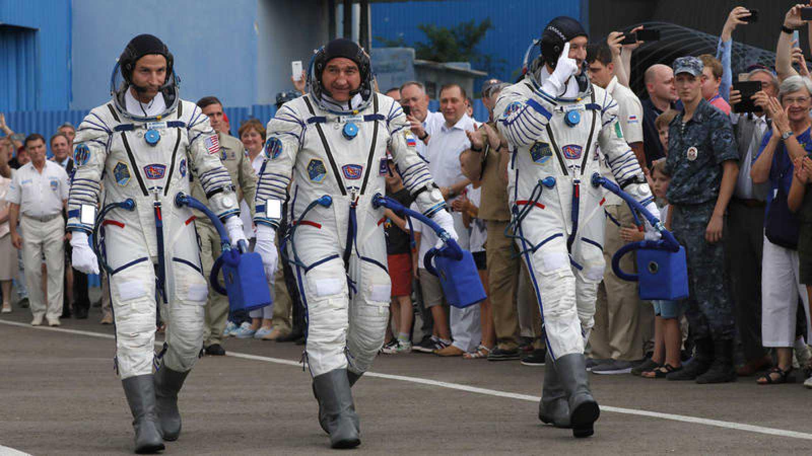 Los astronautasAndrew Morgan (EE.UU.),Alexander Skvortsov (Rusia) yLuca Parmitano (Italia)