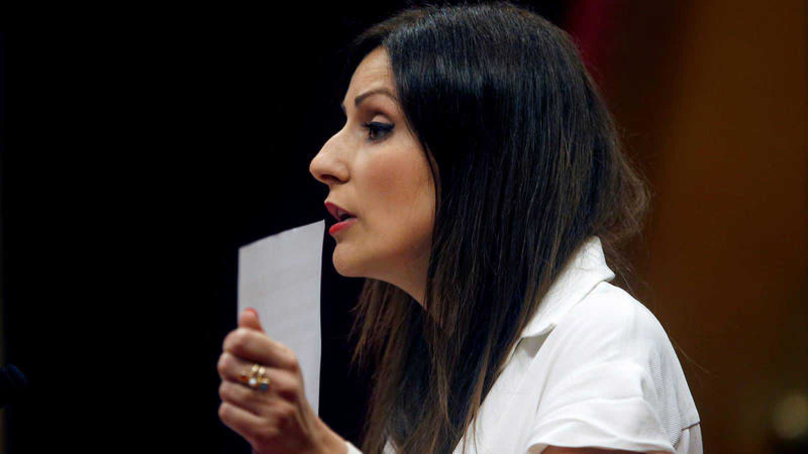 La portavoz de Ciudadanos Lorena Roldán en una de sus intervenciones durante el pleno del Parlament