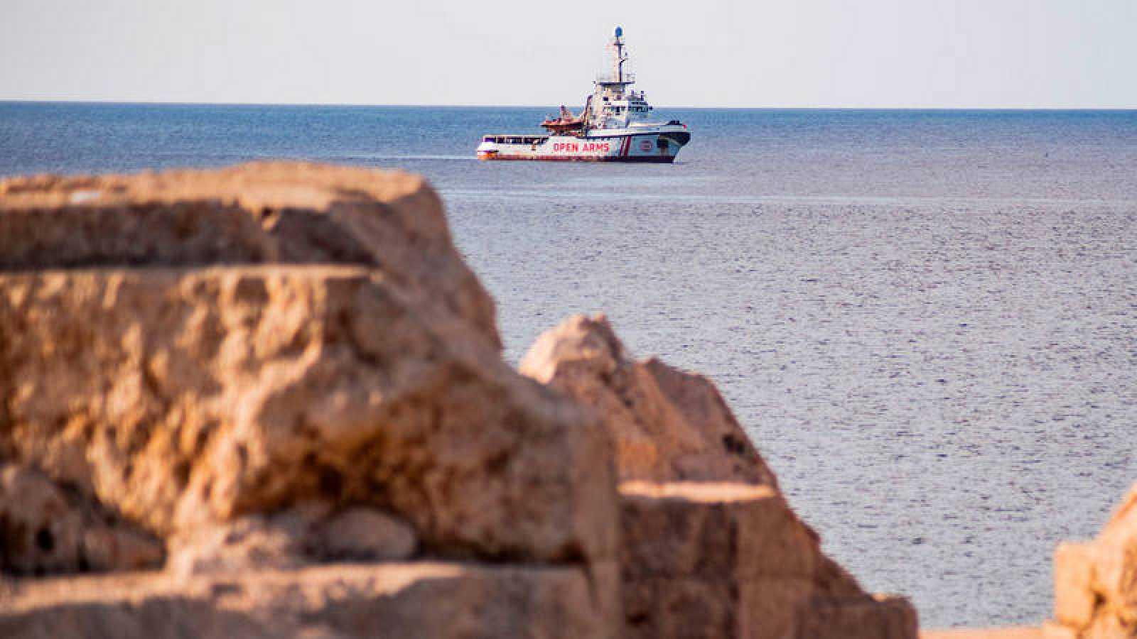 El barco Open Arms, frente a la costa de Lampedusa (Italia).Alessandro SERRANO / AFP