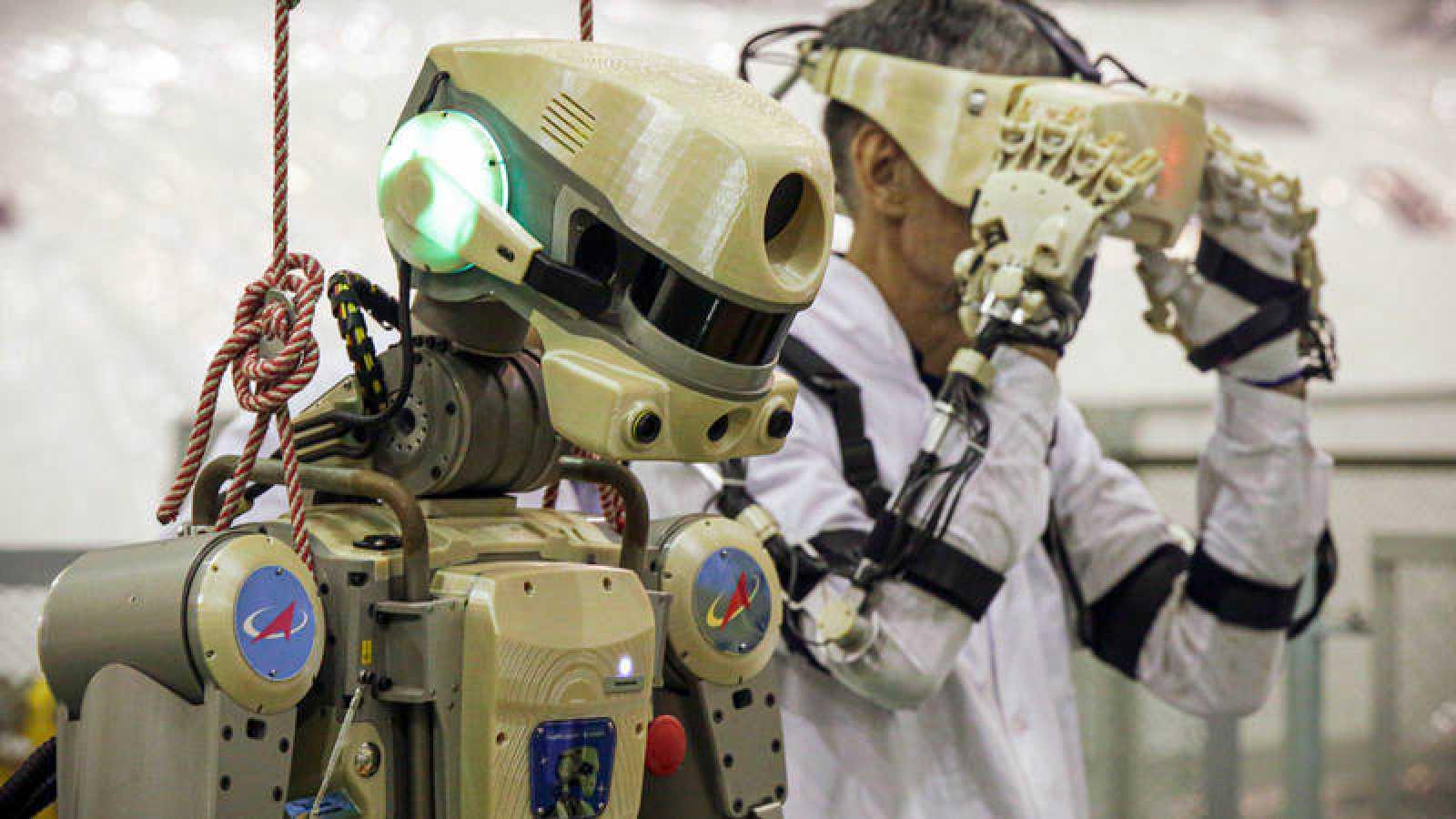La nave rusa Soyuz pone rumbo a la Estación Espacial Internacional con un androide a bordo