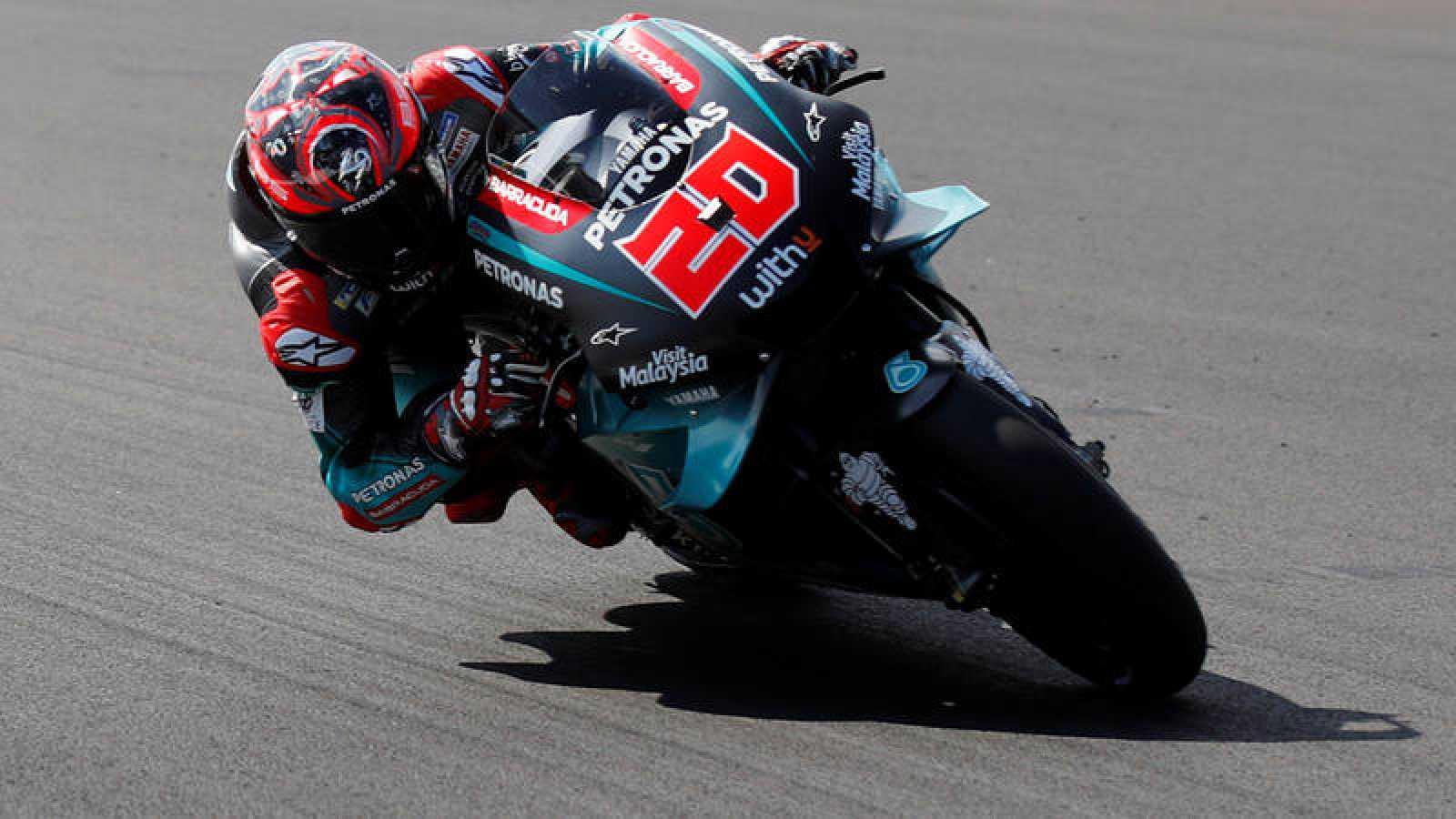 Quartararo domina en Silverstone por delante de Márquez
