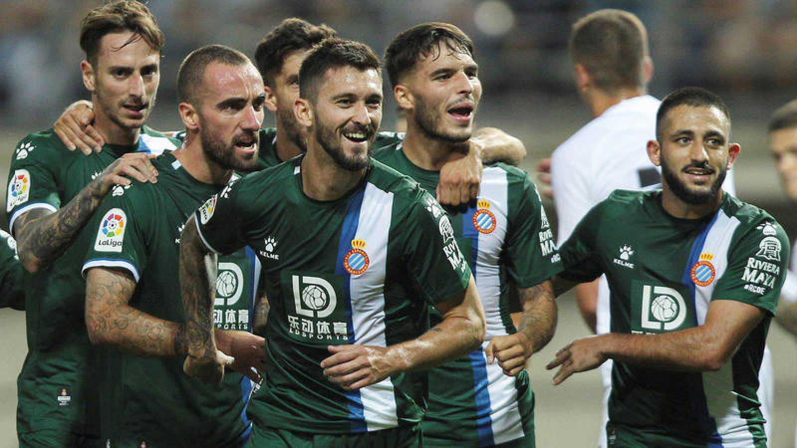 Facundo Ferreyra celebra su gol con sus compañeros del Espanyol.