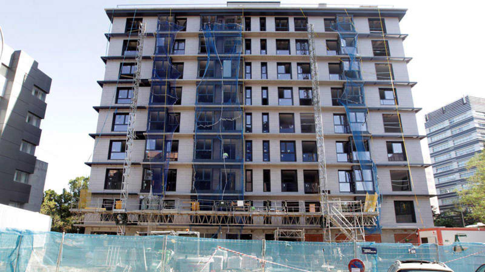 Bloque de viviendas en construcción