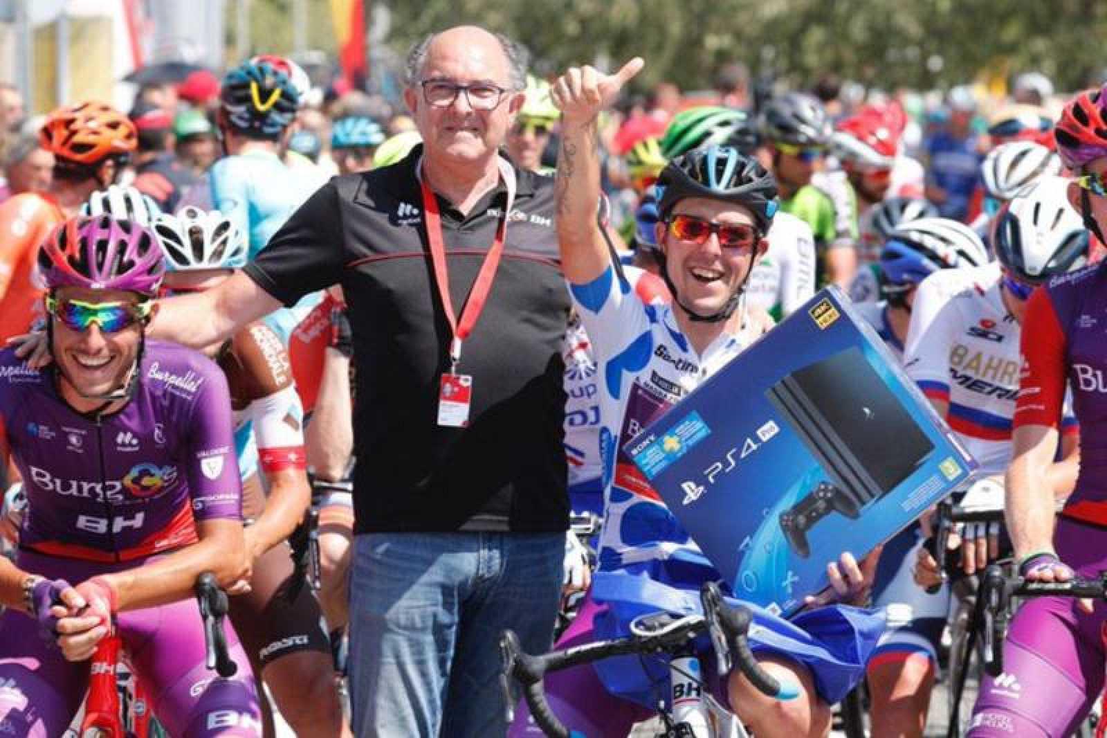 Imagen del equipo Burgos-BH en la salida de la octava etapa de la Vuelta 2019.