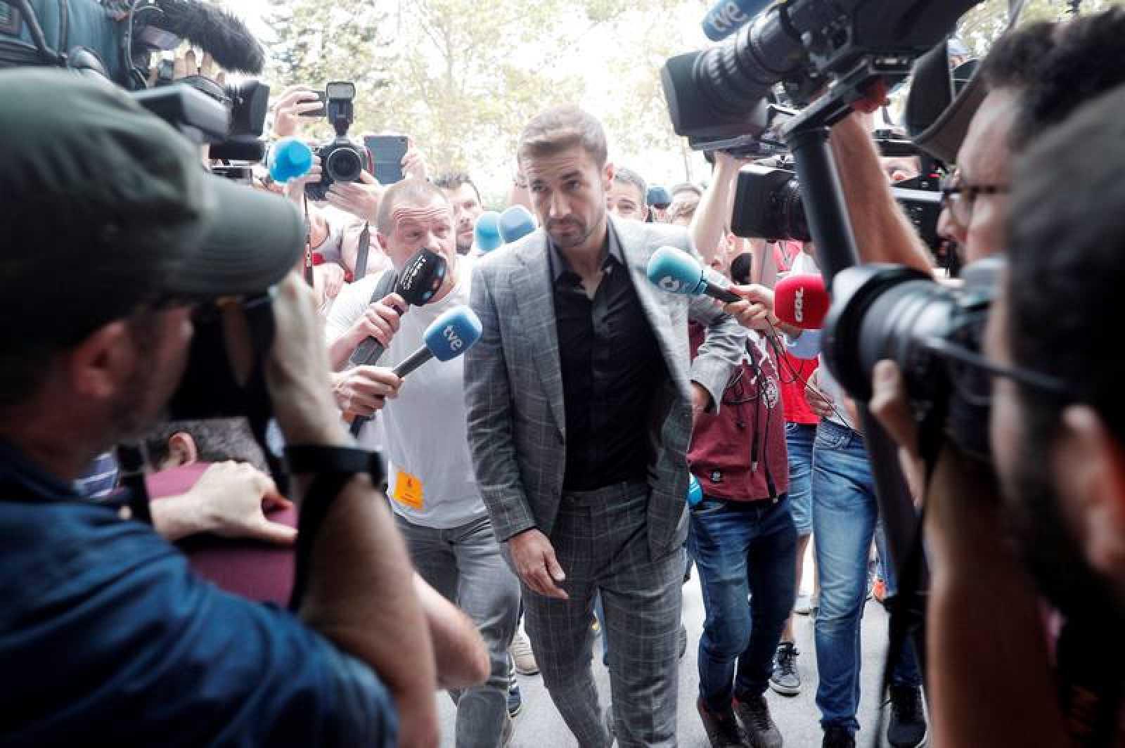El exjugador del Zaragoza, Gabi, a su llegada al primer gran juicio en España por el posible amaño de un encuentro, el que disputaron el Levante y el Zaragoza en la última jornada de la campaña 2010-2011.