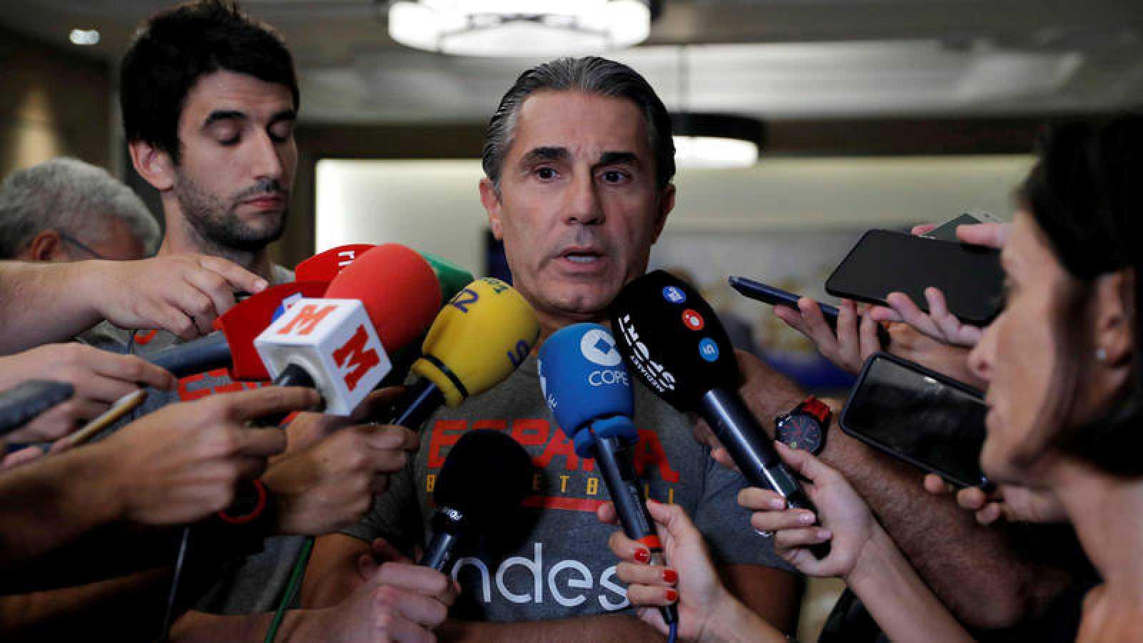 El técnico de la selección española, Sergio Scariolo, atiende a la prensa.
