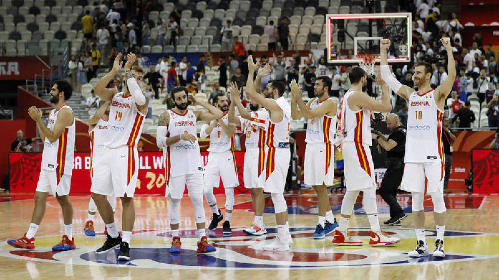 Los jugadores de la selección española celebran el pase a semifinales.