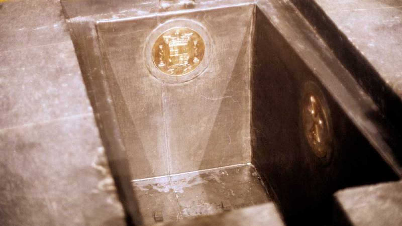 Tumba vacía del dictador antes de ser sepultado en el Valle de los Caídos el año 1975