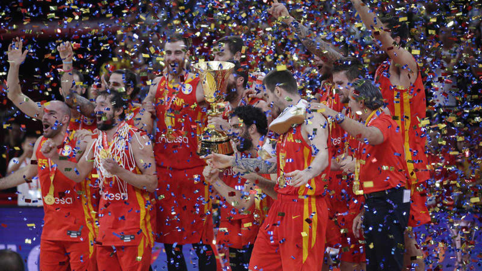 España festeja con la copa