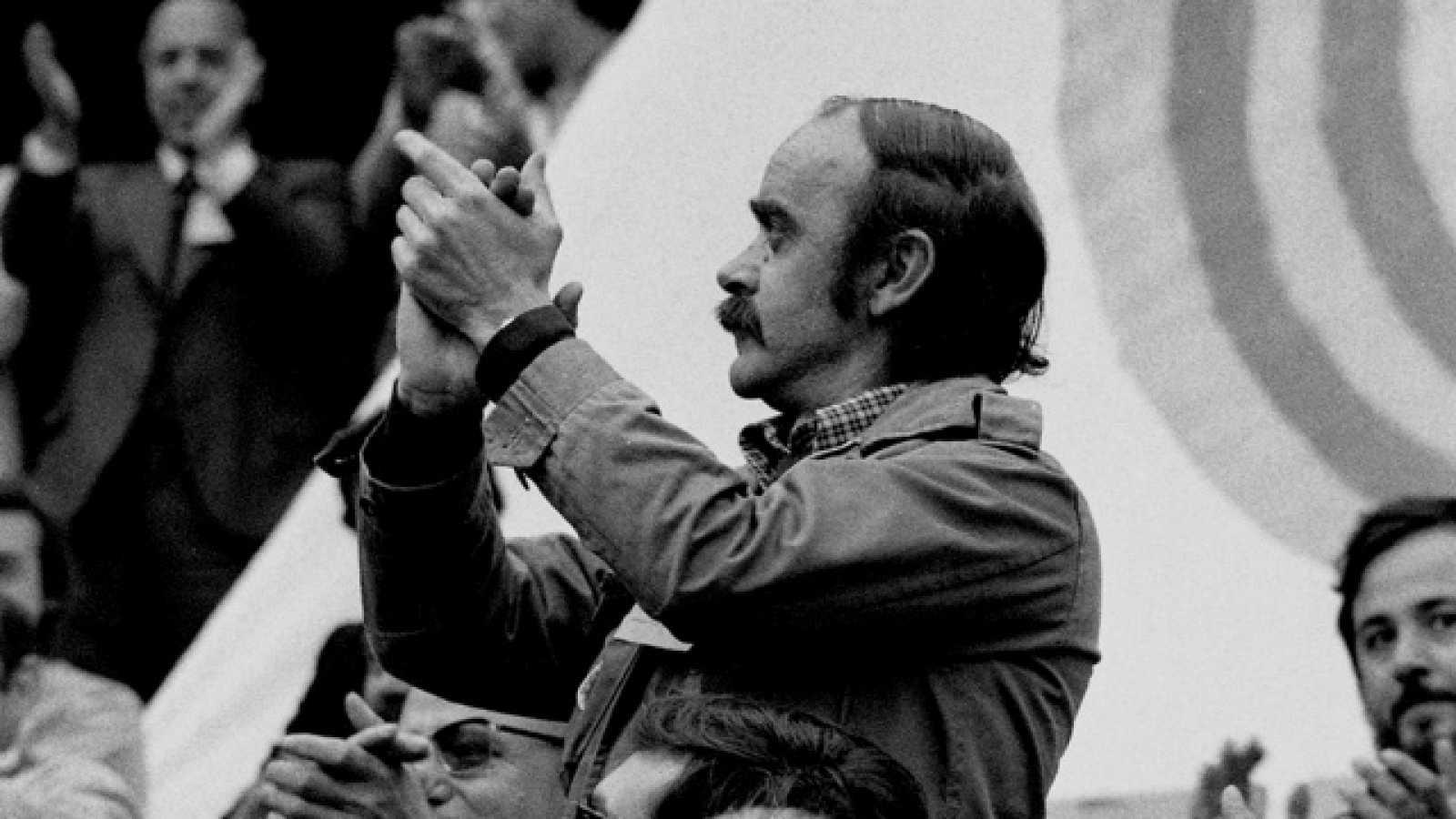 José Antonio Labordeta: de profesor a cantautor, escritor y político.