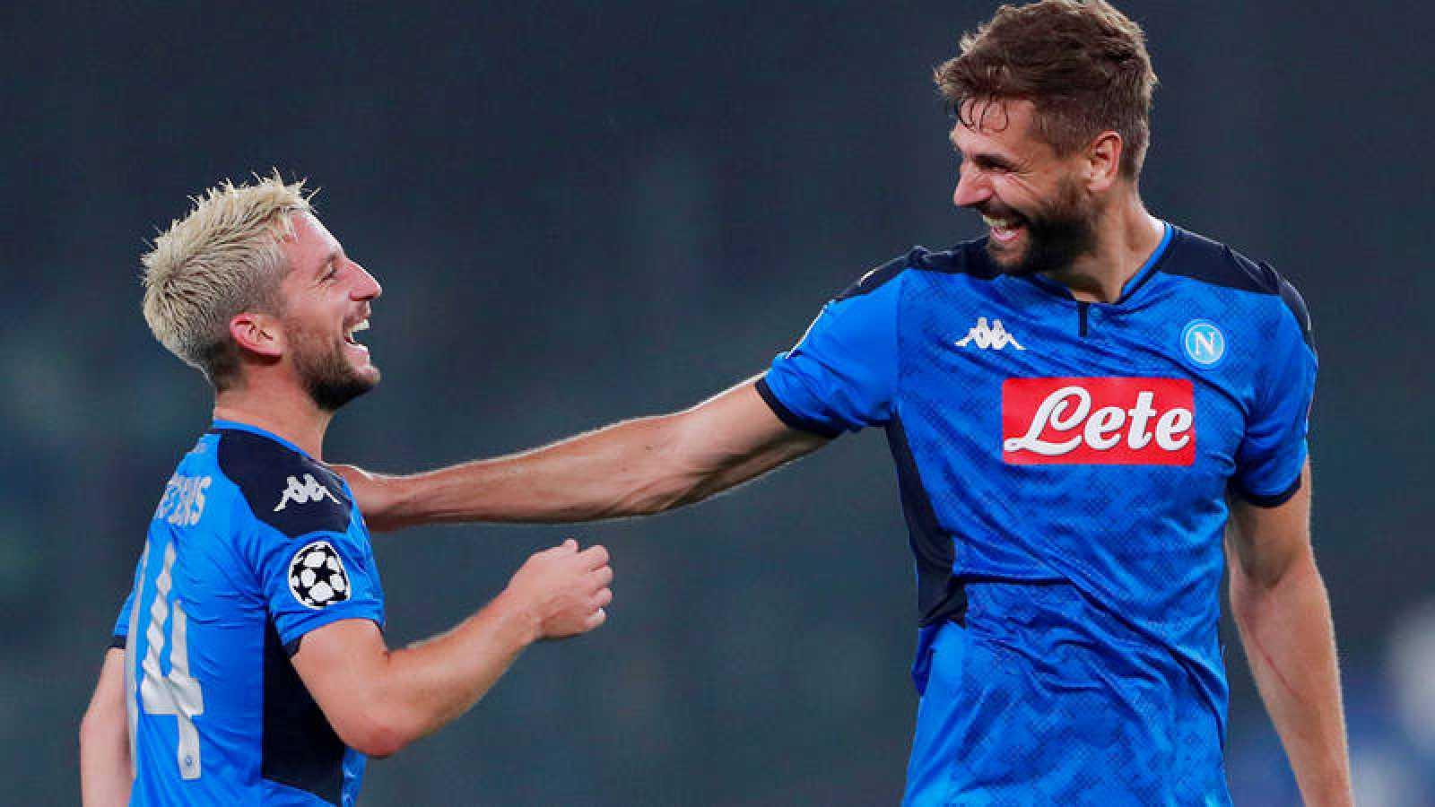 Mertens y el español Llorente, goleadores del Nápoles ante el Liverpool.