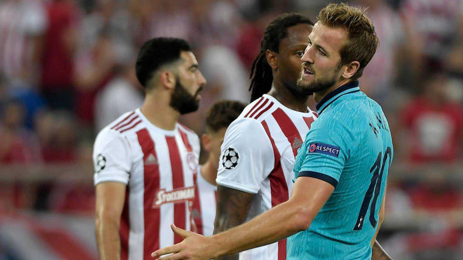 Harry Kane, del Tottenham, lamenta una ocasión fallada ante el Olympiacos.
