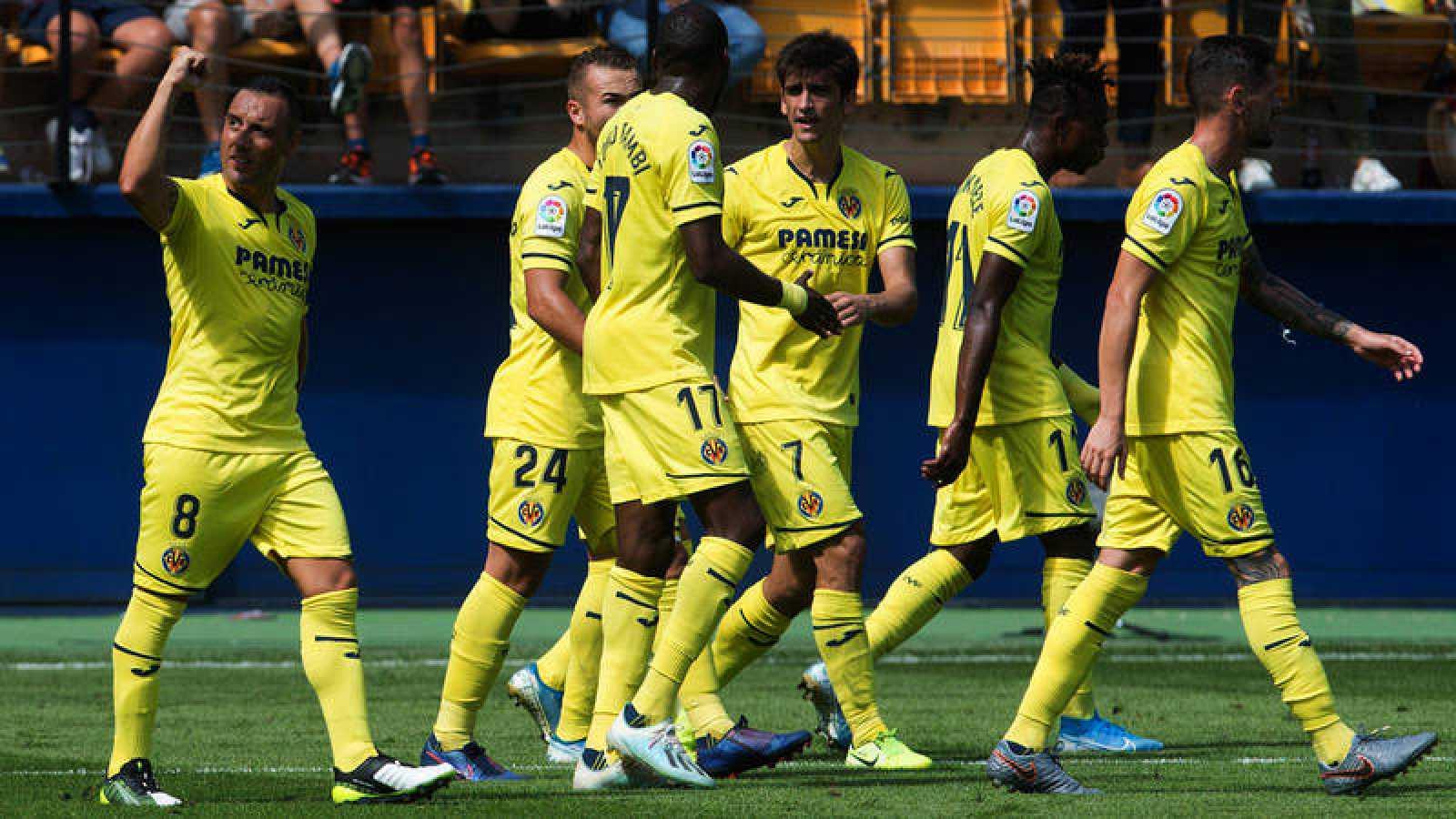 Los jugadores del Villarreal celebran el gol de Santiago Cazorla