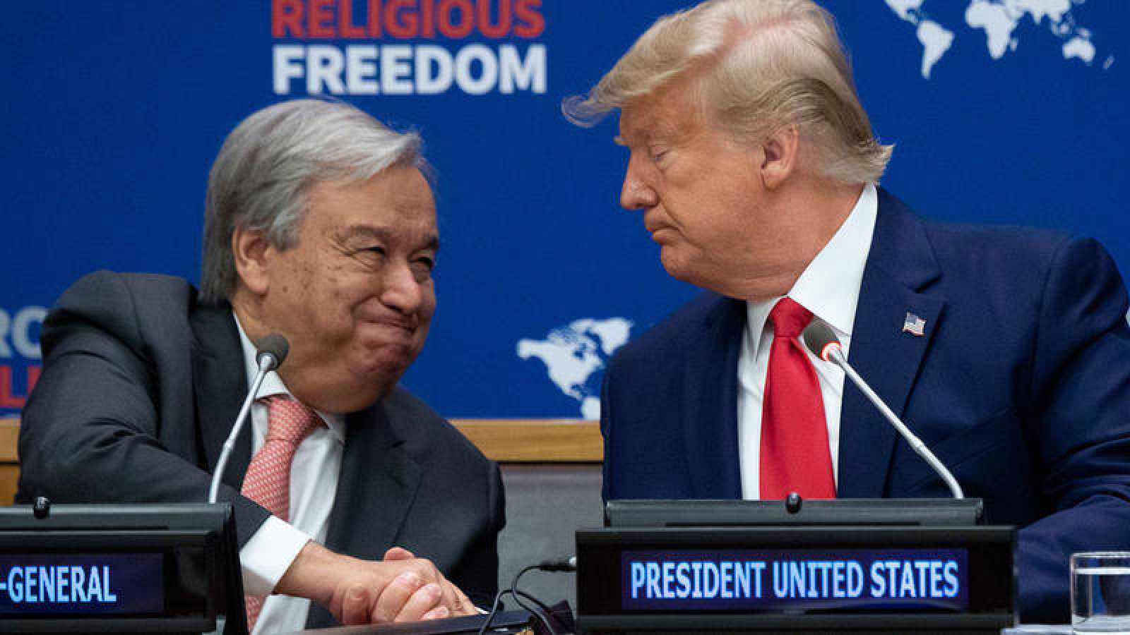 El secretario general de la ONU, Antonio Guterres, saluda al presidente de EE.UU., Donald Trump.
