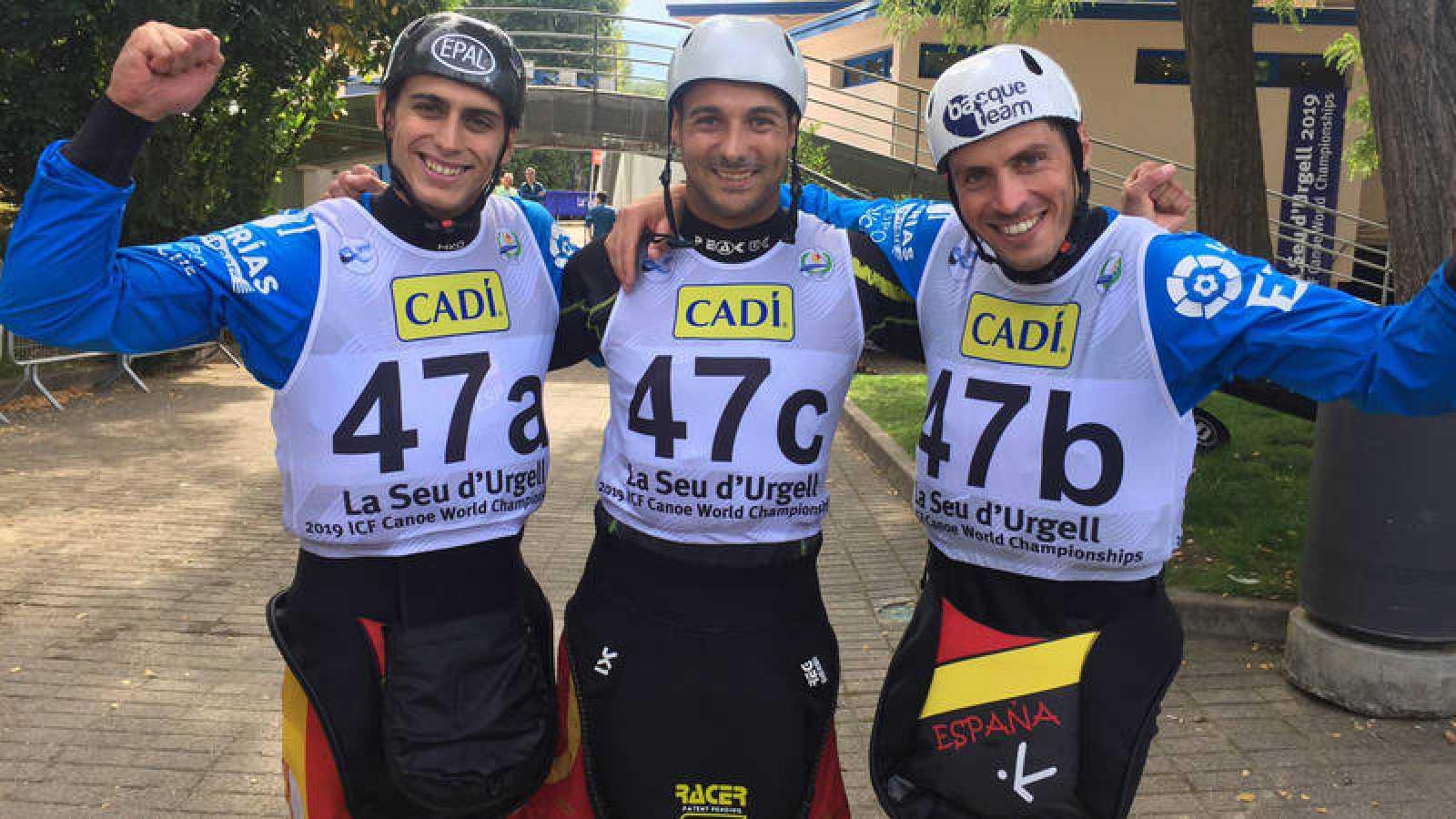 David Llorente, Joan Crespo y Samuel Hernanz celebran su victoria en el Mundial de Piragüismo