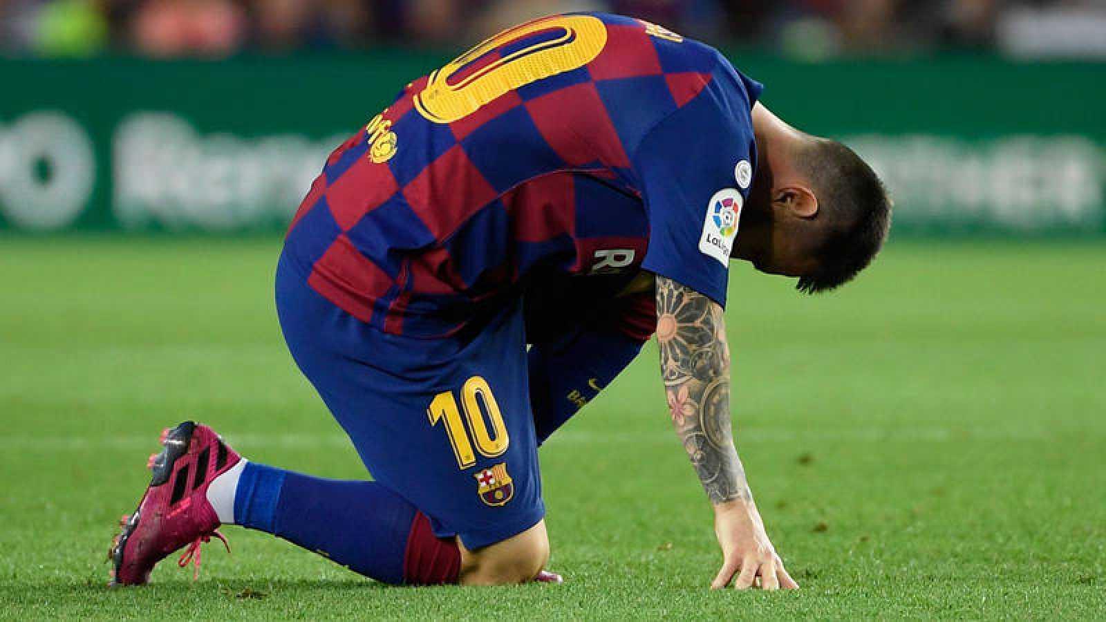 Leo Messi se duele en el pasado partido contra el Villarreal.