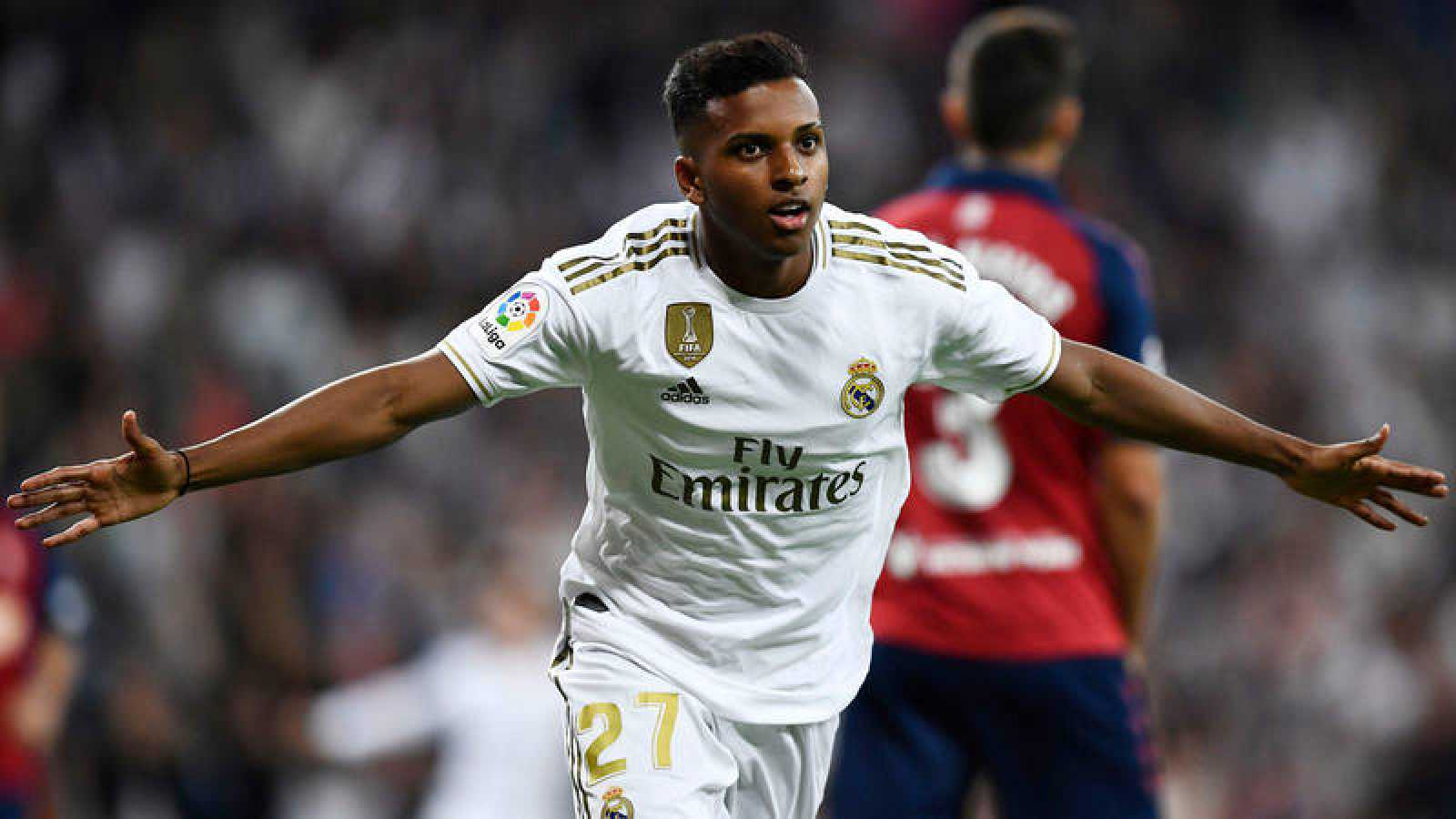 El brasileño Rodrygo celebra el segundo gol del Madrid ante Osasuna.