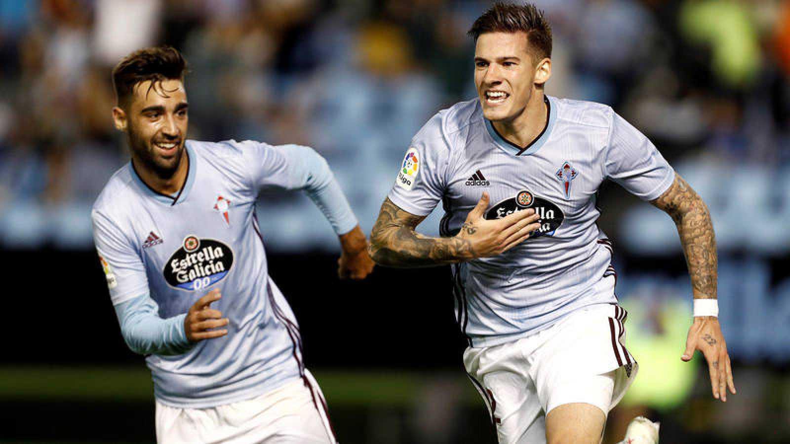El delantero del Celta Santi Mina celebra el gol de su equipo ante el Espanyol.