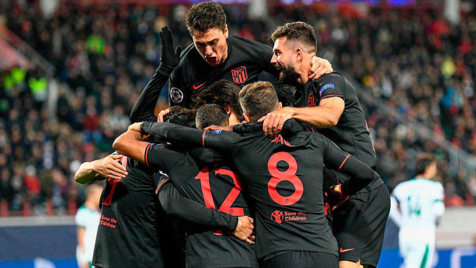 El Atlético de Madrid celebra su victoria en Moscú.
