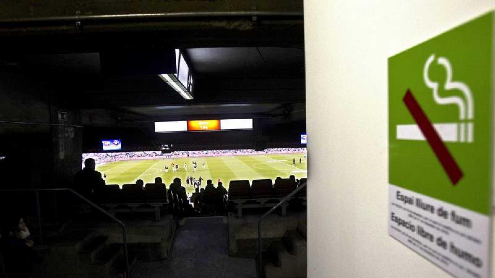 La FIFA pide a las federaciones que prohíba fumar en los estadios