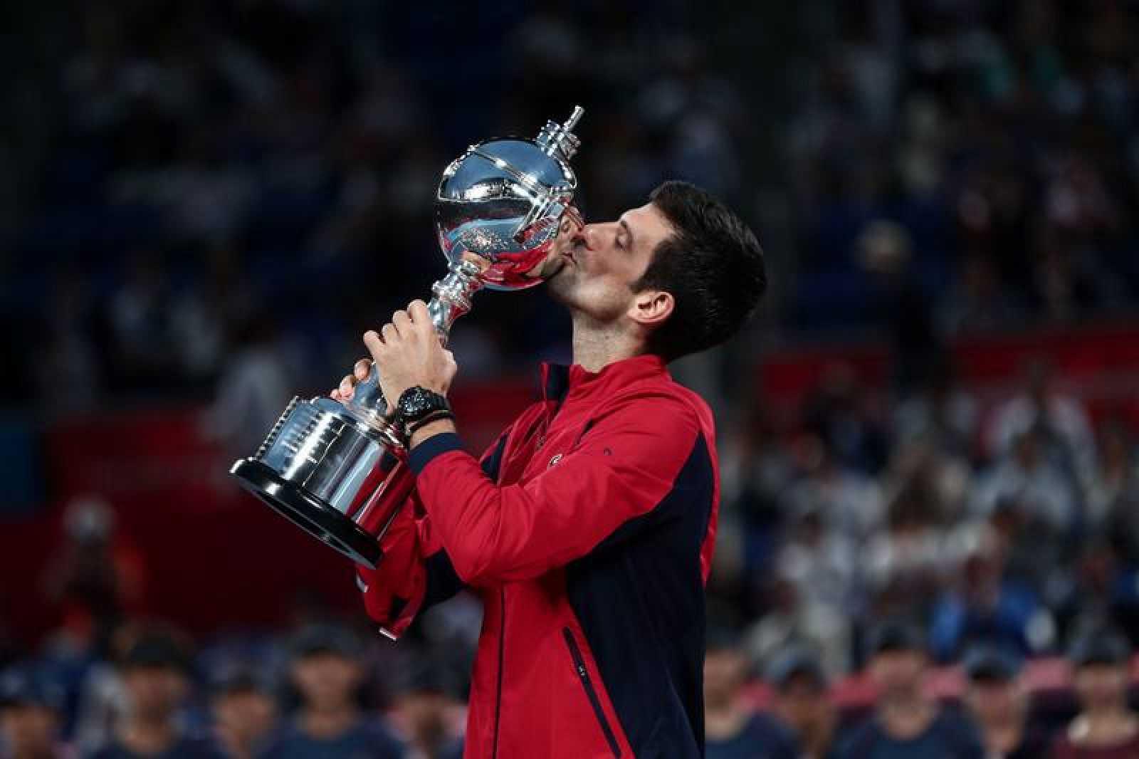Djokovic gana en Tokio