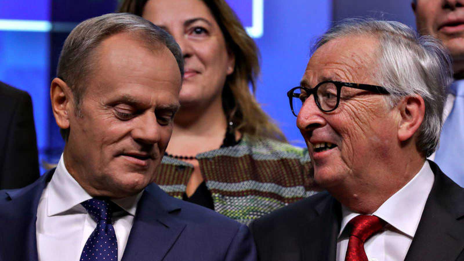 El presidente del COnsejo Europeo, Donald Tusk, en Bruselas con el presidente de la Comisión, Jean Claude Juncker