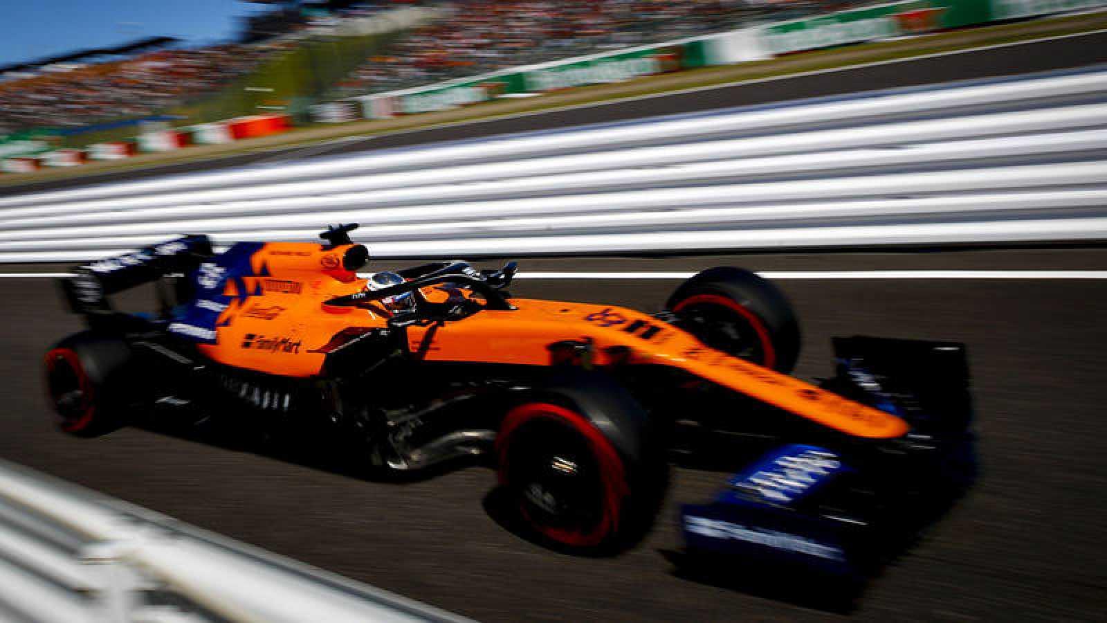 Carlos Sainz entrando en boxes en Suzuka