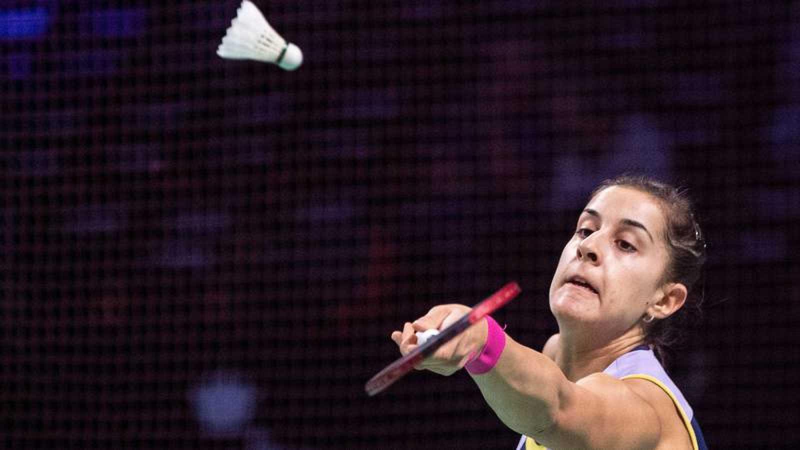 Carolina Marín sufre prara ganar en su debut en Francia