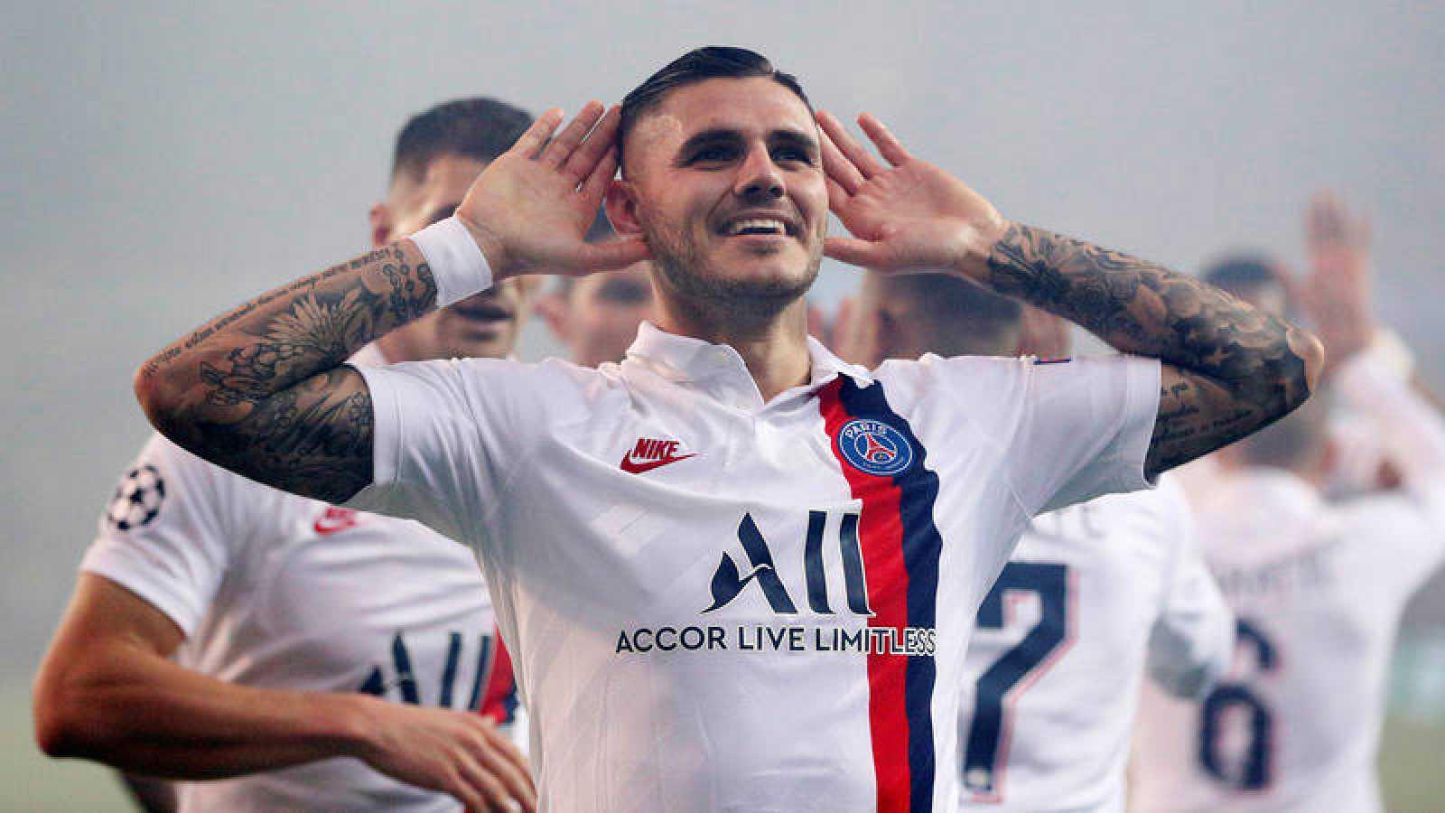 Icardi celebra con sus compañeros del PSG tras marcar al Brujas.
