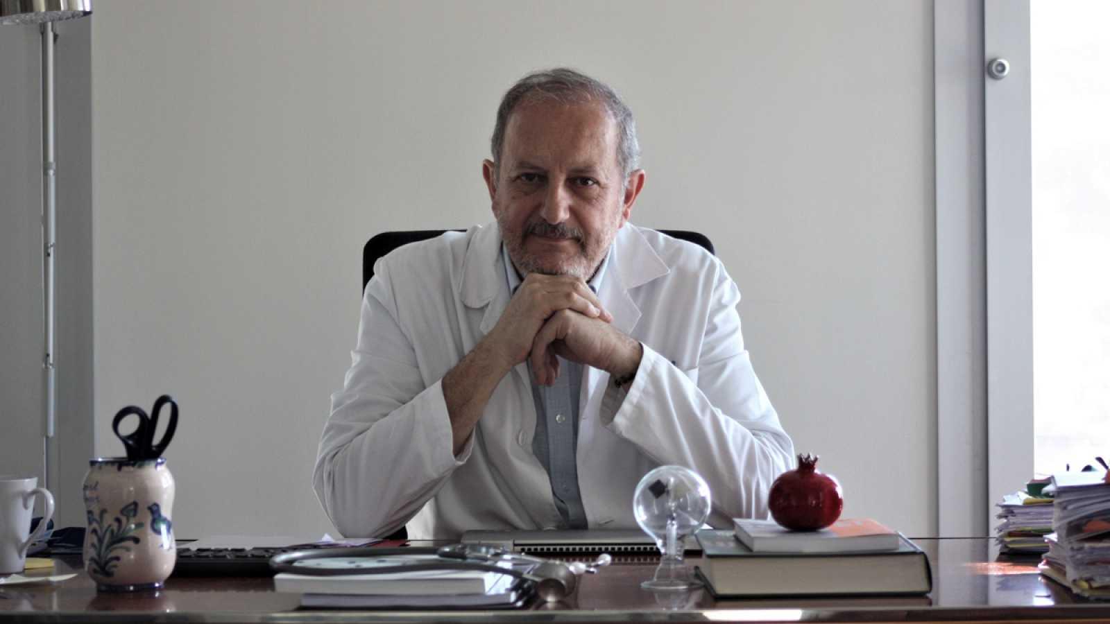 Doctor Nicolás Olea, catedrático de la Facultad de Medicina de la Universidad de Granada.