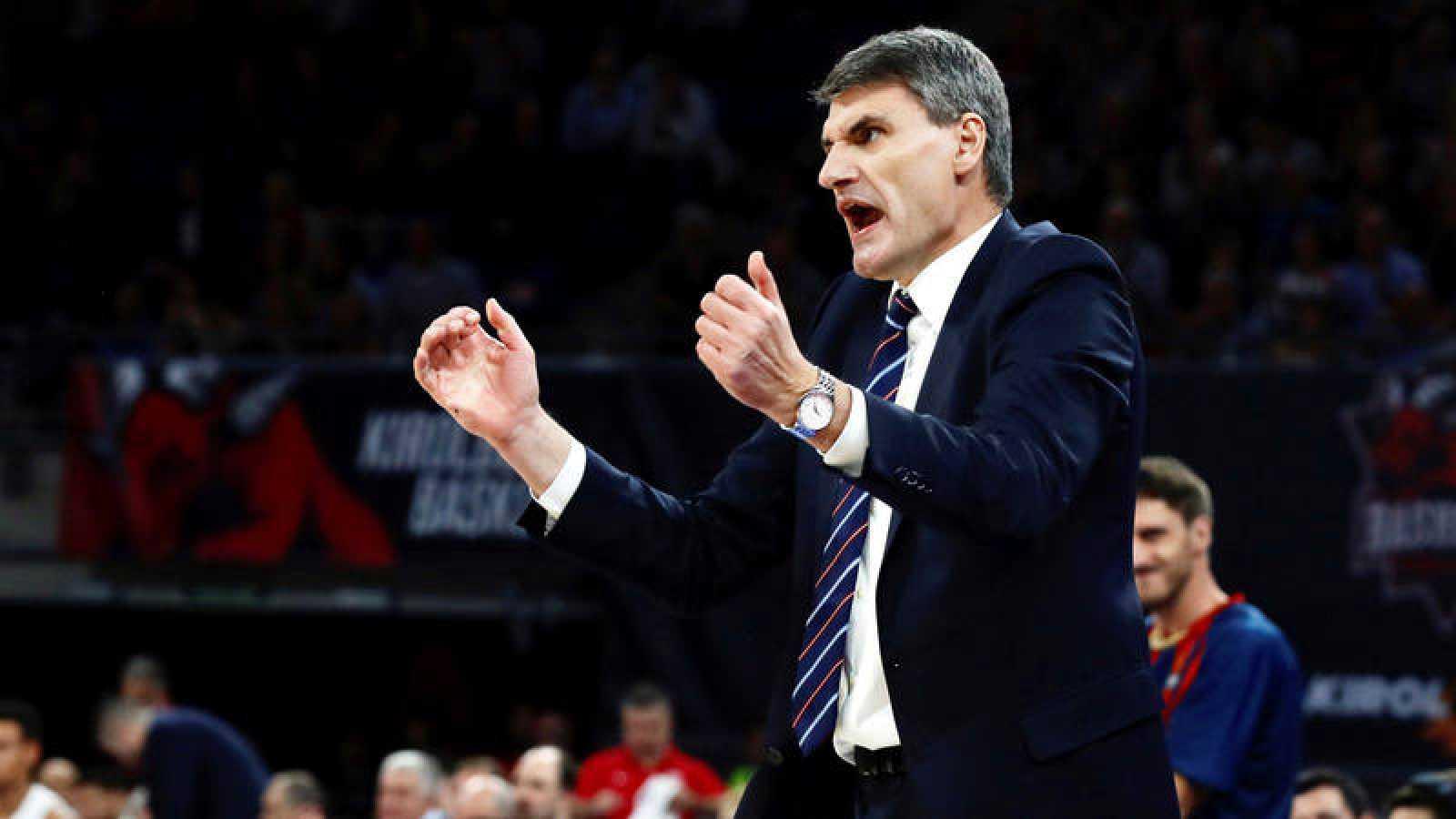 El entrenador del Baskonia, el croata Velimir Perasovic, durante un partido de la Euroliga de baloncesto.