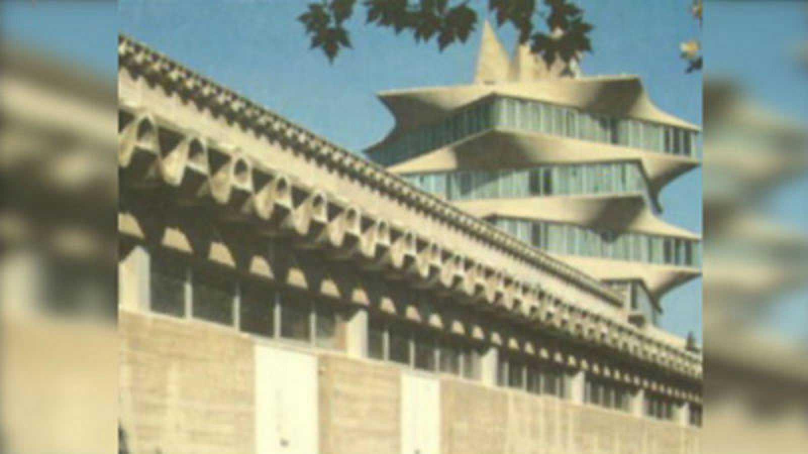 """Edificio """"La Pagoda"""" de Fisac"""