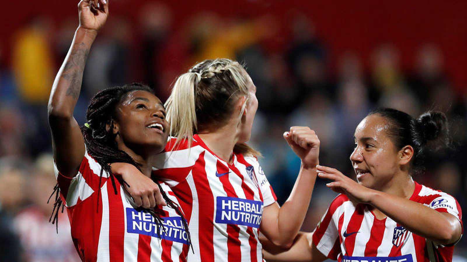 Las jugadoras del Atlético celebran su victoria sobre el City.