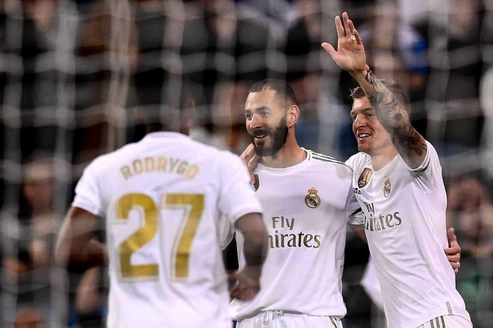 Kroos celebra su gol con Benzema