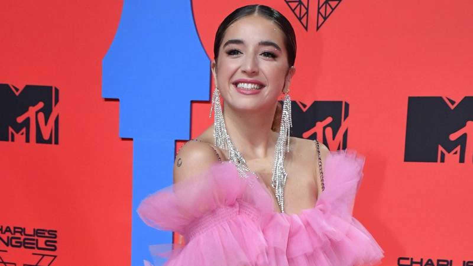 Lola Indigo durante la alfombra roja de los MTV