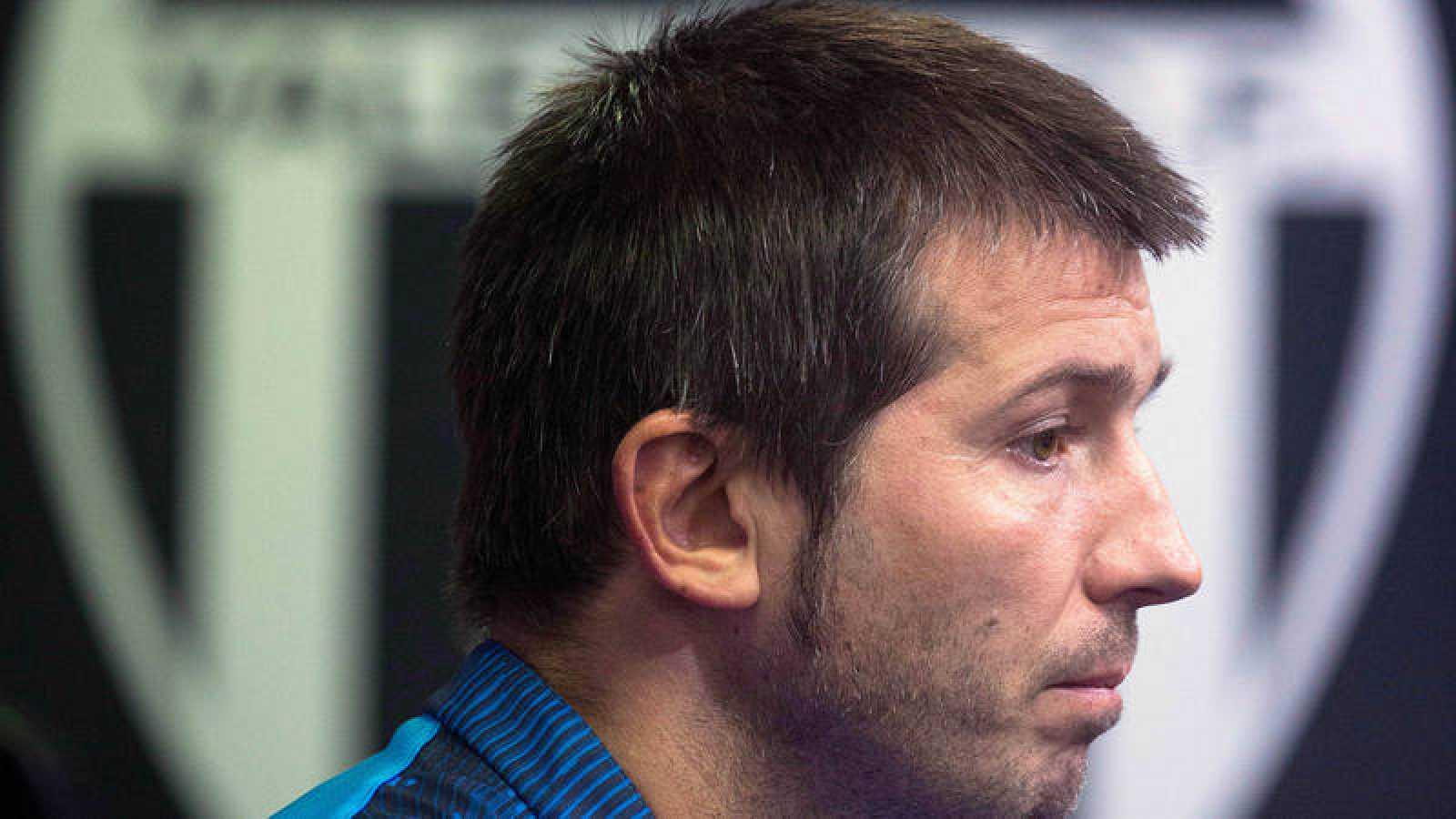 El entrenador del Valencia, Albert Celades, en rueda de prensa.