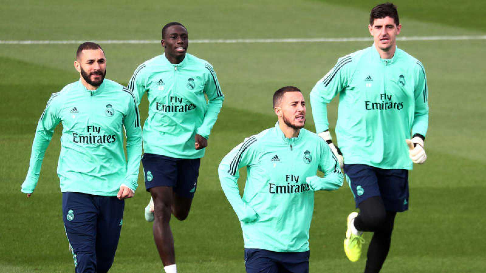 Imagen del entrenamiento del Madrid, con Karim Benzema, Ferland Mendy, Eden Hazard y Thibaut Courtois.