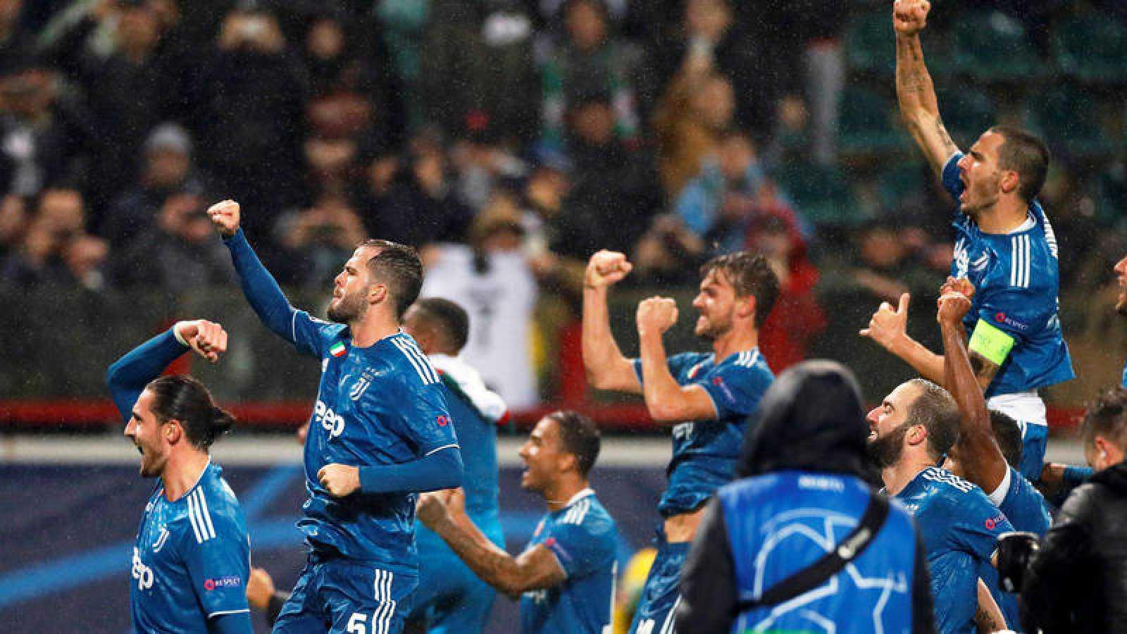 La Juventus vence al Lokomotiv y se mete en octavos