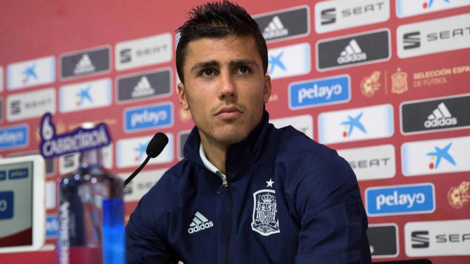 Rueda de prensa del centrocampista Rodri Hernández.