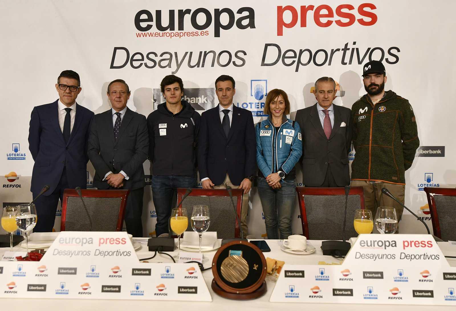 May Peus, Juan del Campo, Paula Fernández Ochoa y Regino Hernández durante el encuentro informativo.