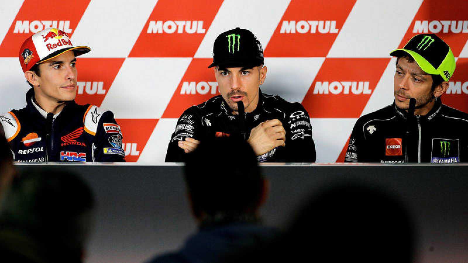 Márquez, Viñales y Rossi, en rueda de prensa.