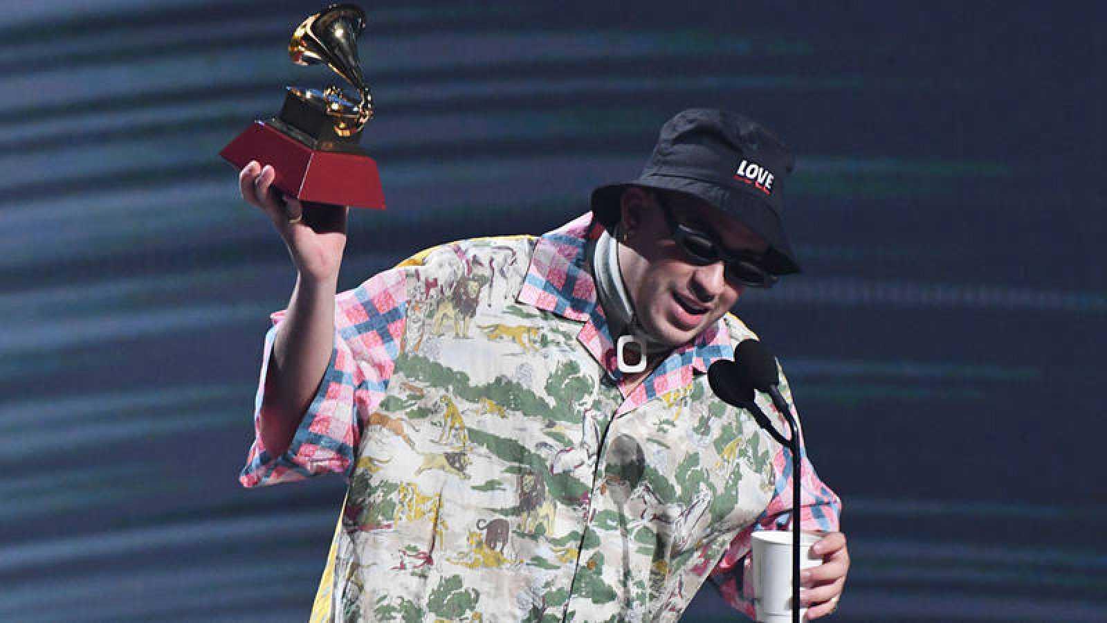 Bad Bunny durante su discurso en la gala de los Grammy Latinos