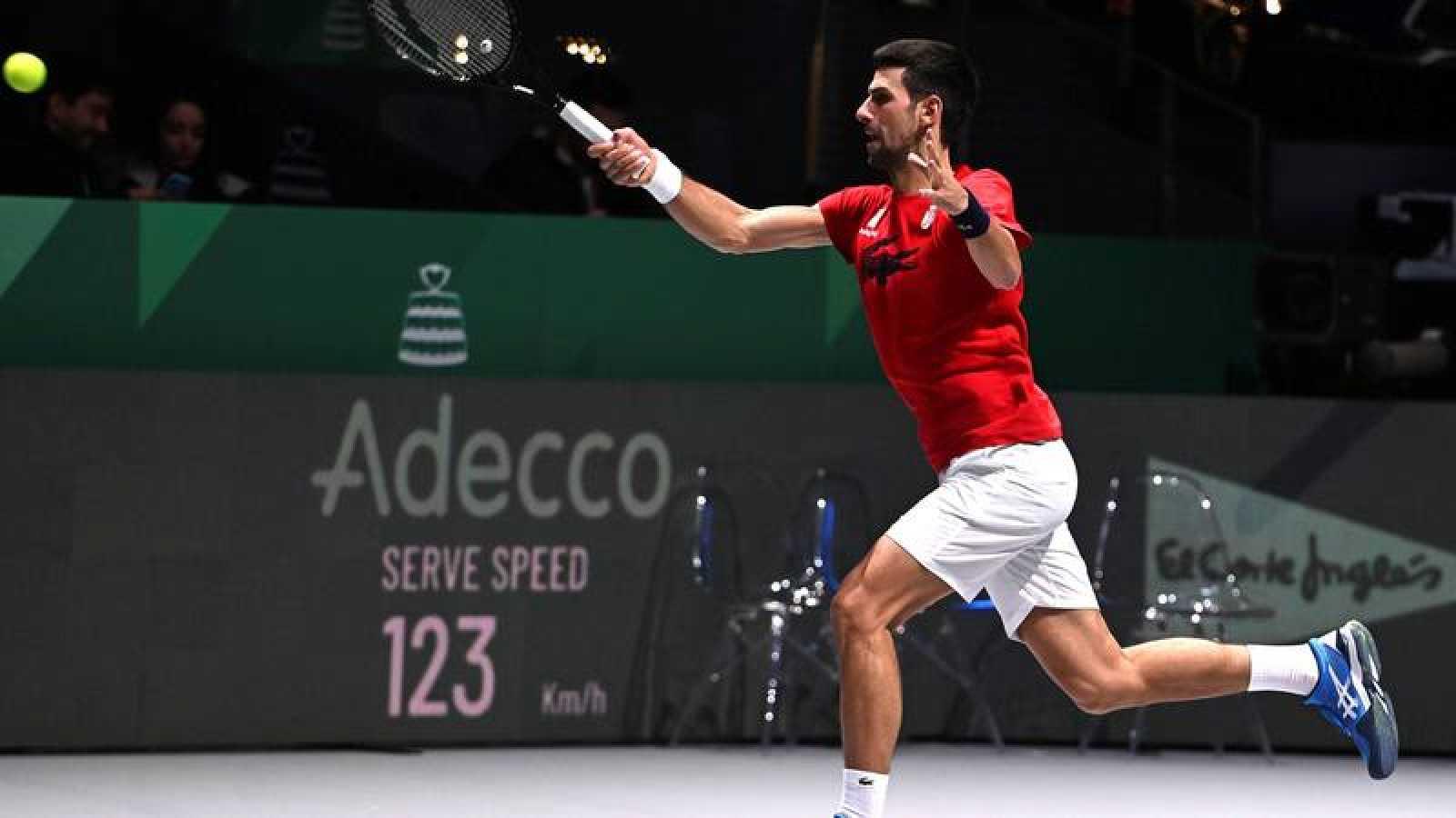 La Serbia de Djokovic arrrolla a Japón