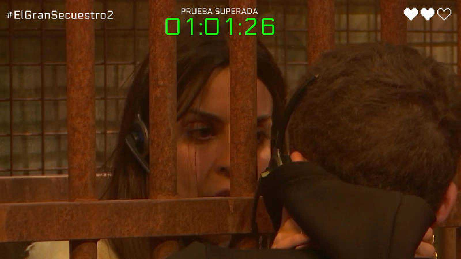 Ruth, atrapada en la jaula, se despide de Arkano y le anima a continuar solo